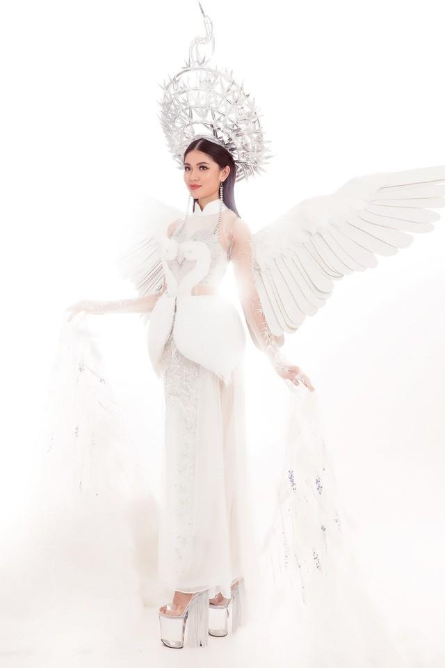 Á hậu Thùy Dung nổi bật trên sân khấu chung kết Miss International 2017 - Ảnh 3.