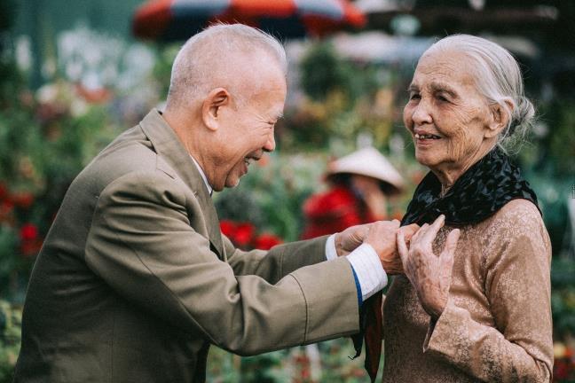 Tình yêu ngày xưa của ông bà đẹp lắm, chạm tay nhau thôi là nhớ nhau suốt đời - Ảnh 5.