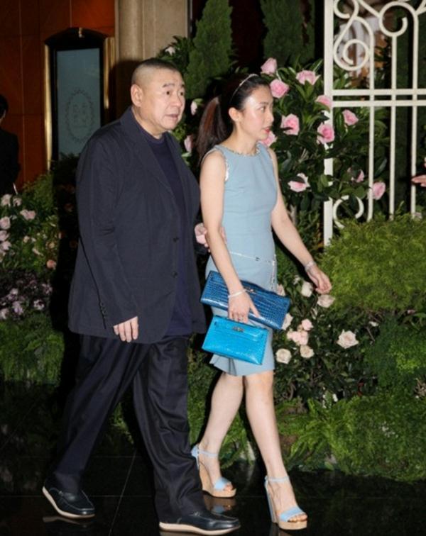 Trần Khải Vận: Từ phóng viên quèn tới bà hoàng sang trọng được chồng già chống gậy đưa đi mua sắm - Ảnh 5.