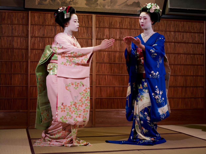 Cuộc đời ly kỳ của Geisha chín ngón nổi tiếng nhất Nhật Bản: Trẻ đa tình hàng nghìn người khao khát, cuối đời đi tu, chết trong đơn độc - Ảnh 2.