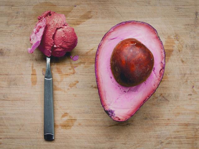 Sự thật sau hình ảnh trái bơ hồng khiến nhiều người tin sái cổ - Ảnh 1.