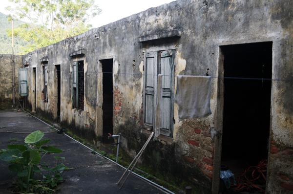 Cuộc sống côi cút của 10 cụ già trong trại phong đã bỏ hoang nhiều năm ở Hà Nội - Ảnh 3.
