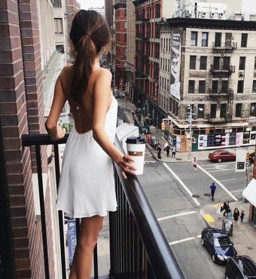 Diện váy liền mát mẻ, duyên dáng cho buổi dạo phố cuối tuần - Ảnh 10.