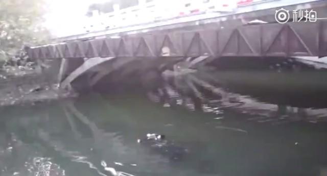 Bi hài người phụ nữ nhảy xuống sông tự tử nhưng không thành vì lý do bất ngờ - Ảnh 1.