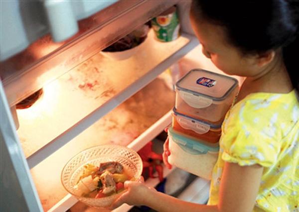 Cất thức ăn vào tủ lạnh kiểu này thì sớm muộn gì gia đình bạn cũng mang bệnh thôi - Ảnh 1.