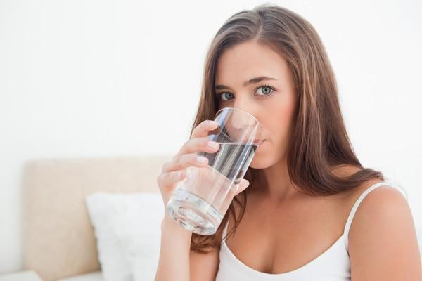 Nên uống loại nước này ngay sau khi thức dậy, dưới đây là lý do tại sao và uống bao nhiêu là đủ - Ảnh 1.