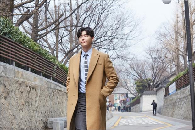 Lee Jong Suk mang bánh đến nhà, Suzy tránh như tránh tà - Ảnh 6.