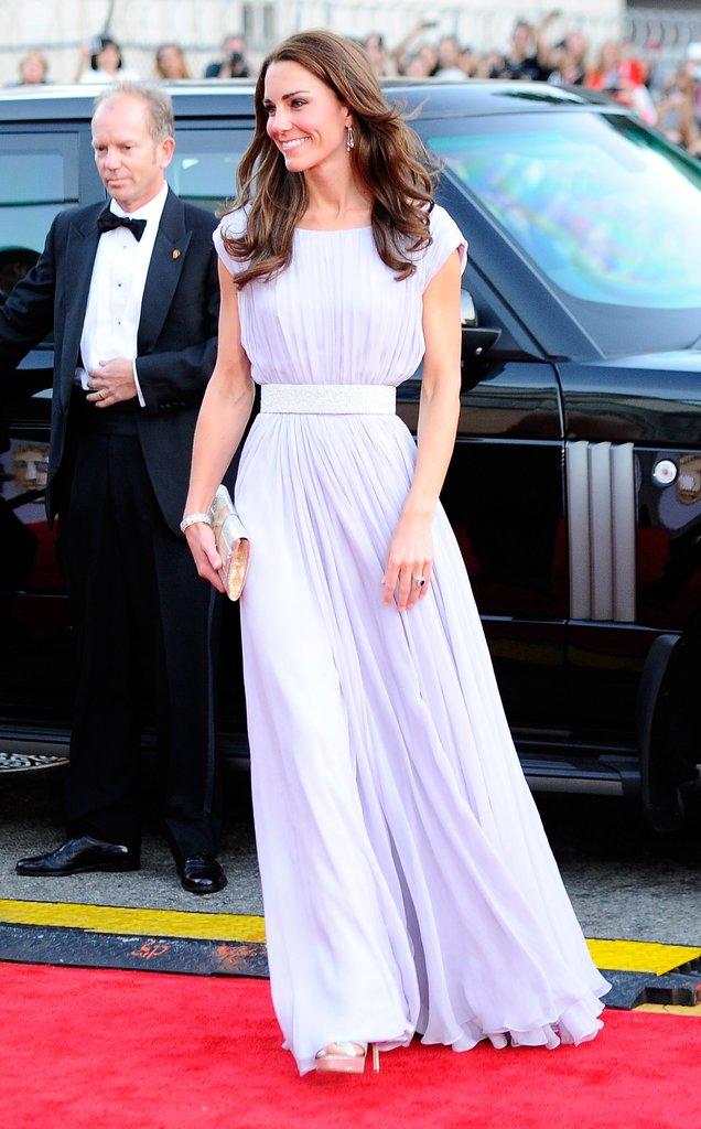 Có cả tủ váy dạ hội đẹp thế này, chẳng trách công nương Kate luôn lộng lẫy - Ảnh 9.