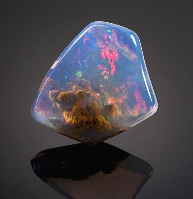 Những viên đá đẹp đến lạ lùng như chứa cả vũ trụ bên trong - Ảnh 2.