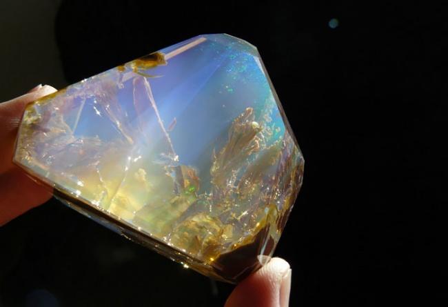 Những viên đá đẹp đến lạ lùng như chứa cả vũ trụ bên trong - Ảnh 4.