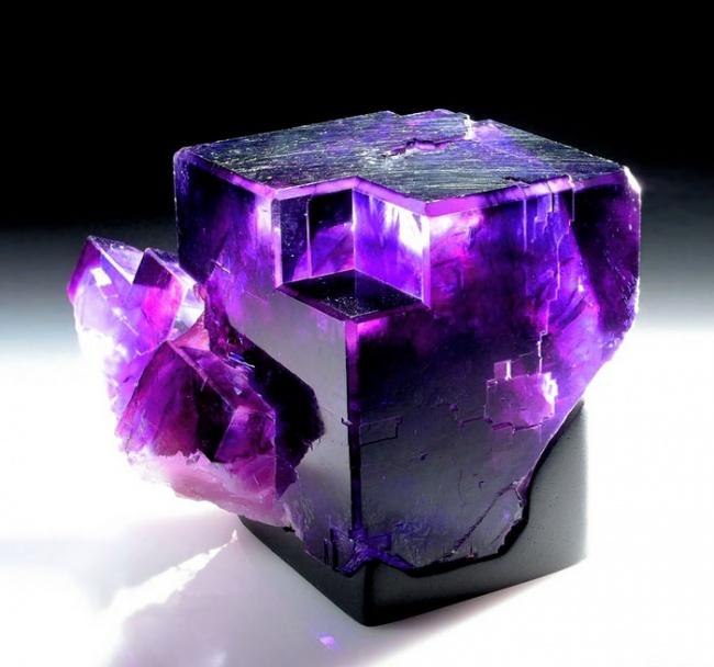 Những viên đá đẹp đến lạ lùng như chứa cả vũ trụ bên trong - Ảnh 8.