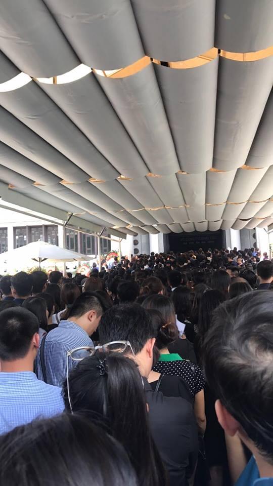 Tang lễ thầy Văn Như Cương: Học sinh trường Lương Thế Vinh hát khi linh cữu đi qua - Ảnh 27.
