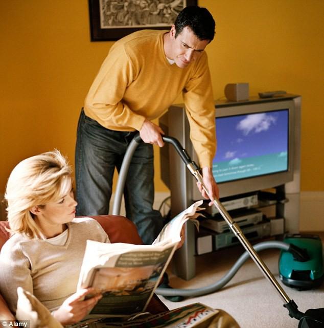 Đòi ly hôn chỉ 2 tuần sau kết hôn vì chồng đòi làm hết việc nhà để vợ ngồi chơi - Ảnh 1.