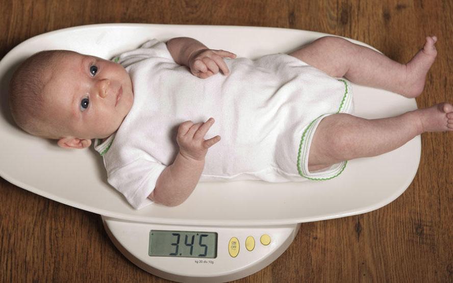 """Nhiều mẹ hiểu sai bảng cân nặng của WHO rồi than """"con còi xương"""" mà không biết là phải xem thế này mới đúng"""