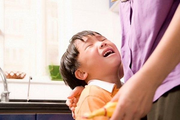 Trẻ cư xử tệ hơn đến 800% mỗi khi có mẹ ở bên và lý do là đây - Ảnh 3.