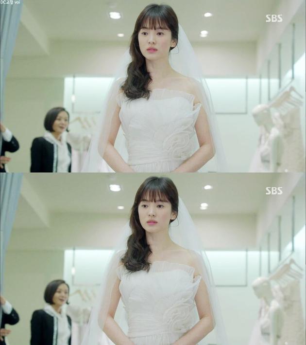 Nhìn lại 4 lần khoác lên mình bộ váy cưới và dự đoán chiếc váy mà Song Hye Kyo sẽ chọn mặc ngày 31 này  - Ảnh 6.