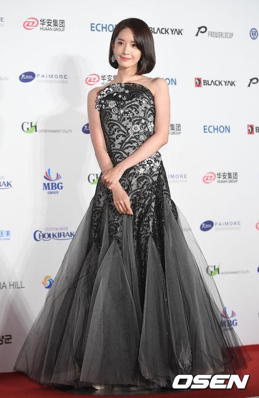 Từ khi cắt tóc ngắn, Yoona mặc đồ điệu đà cũng đẹp mà cá tính cũng xinh - Ảnh 7.