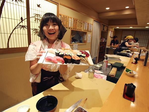 Là món ăn truyền thống nhưng phụ nữ Nhật từng không được làm sushi vì lý do này - Ảnh 2.