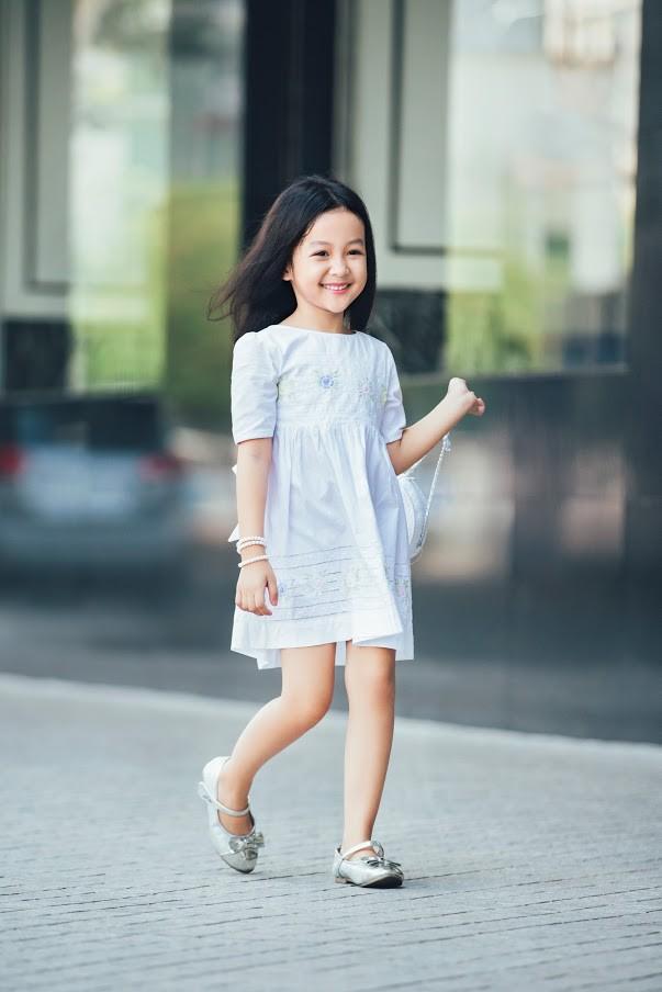 Loạt ảnh giải mã độ đáng yêu của mẫu nhí được ví là bản sao của Angela Phương Trinh - Ảnh 2.