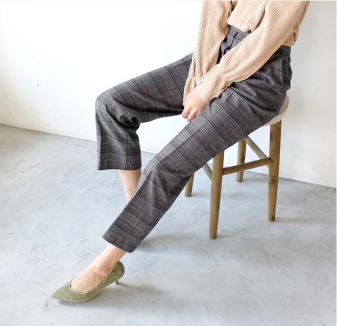 Các nàng sẽ mặc gì nếu một ngày thấy chán quần jeans? - Ảnh 11.