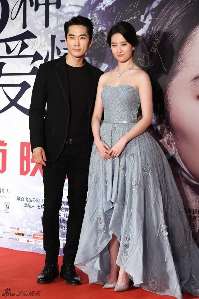 Trước khi chia tay, Lưu Diệc Phi và Song Seung Hun đã có phong cách thời trang đẹp và ăn ý thế này cơ mà - Ảnh 3.