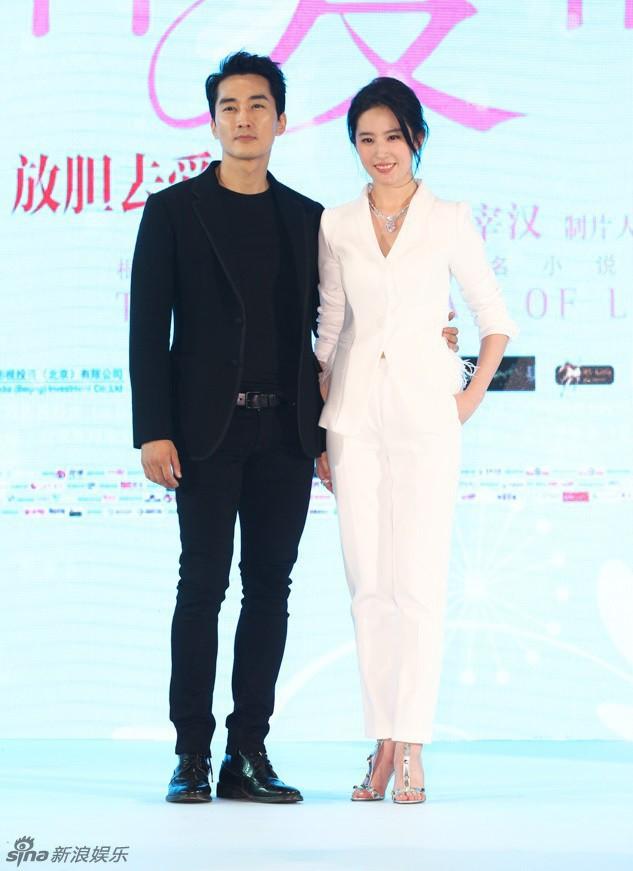 Trước khi chia tay, Lưu Diệc Phi và Song Seung Hun đã có phong cách thời trang đẹp và ăn ý thế này cơ mà - Ảnh 8.
