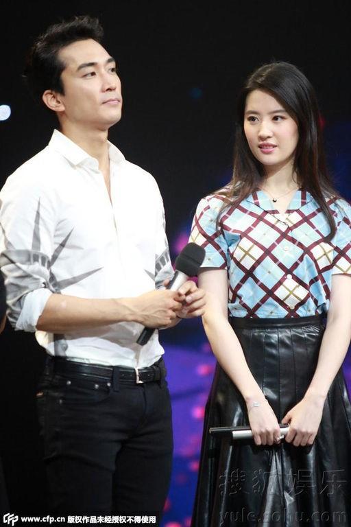 Trước khi chia tay, Lưu Diệc Phi và Song Seung Hun đã có phong cách thời trang đẹp và ăn ý thế này cơ mà - Ảnh 10.