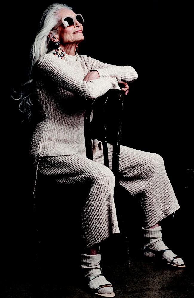 Siêu mẫu lớn tuổi nhất thế giới Daphne Self: 89 tuổi vẫn tự tin trở thành gương mặt quảng bá cho hãng mỹ phẩm - Ảnh 5.