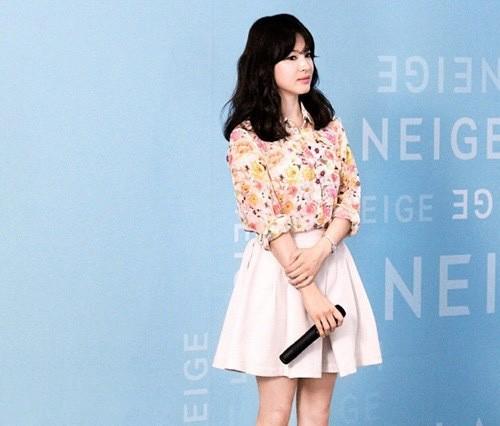 """Nghịch lý Song Hye Kyo: Ăn vận kiểu cách thì """"sến"""" nhưng luộm thuộm chút lại chất đừng hỏi - Ảnh 4."""