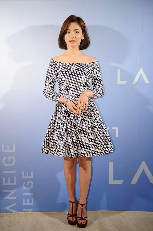 """Nghịch lý Song Hye Kyo: Ăn vận kiểu cách thì """"sến"""" nhưng luộm thuộm chút lại chất đừng hỏi - Ảnh 5."""