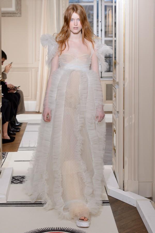 Những chiếc váy cưới hàng hiệu nằm trong tầm ngắm của 'lọ lem' Meghan Markle - Ảnh 7.