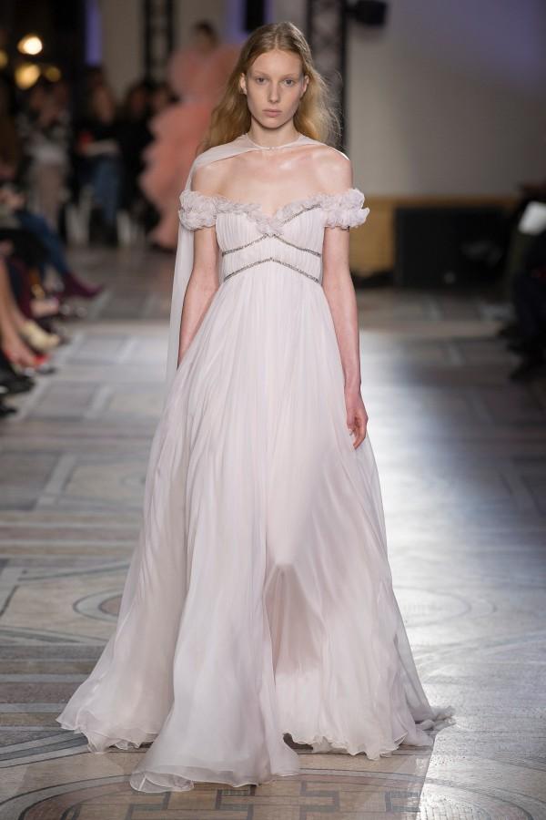 Những chiếc váy cưới hàng hiệu nằm trong tầm ngắm của 'lọ lem' Meghan Markle - Ảnh 8.