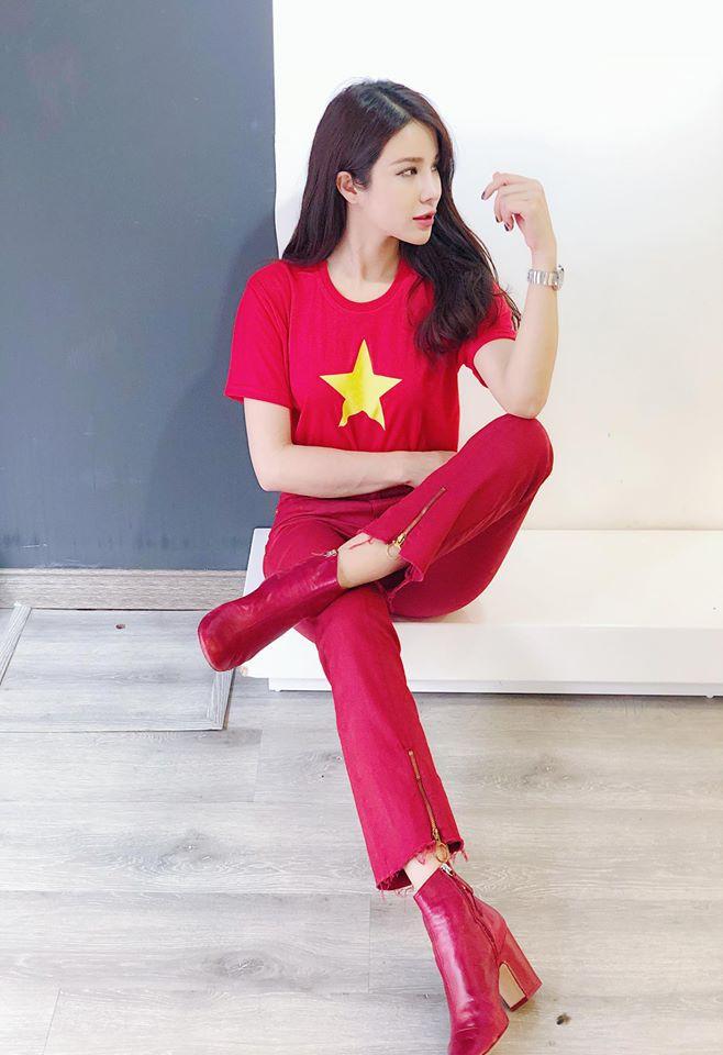 Chưa bao giờ street style của các người đẹp Việt lại ngập tràn cờ đỏ sao vàng như tuần vừa rồi - Ảnh 11.