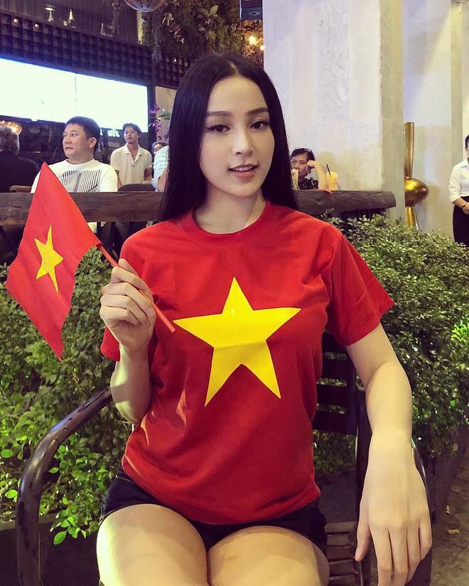 Chưa bao giờ street style của các người đẹp Việt lại ngập tràn cờ đỏ sao vàng như tuần vừa rồi - Ảnh 14.