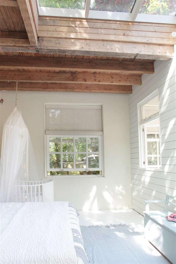Ngôi nhà trắng đẹp như tranh vẽ với những góc nhà lung linh chẳng khác gì studio - Ảnh 13.