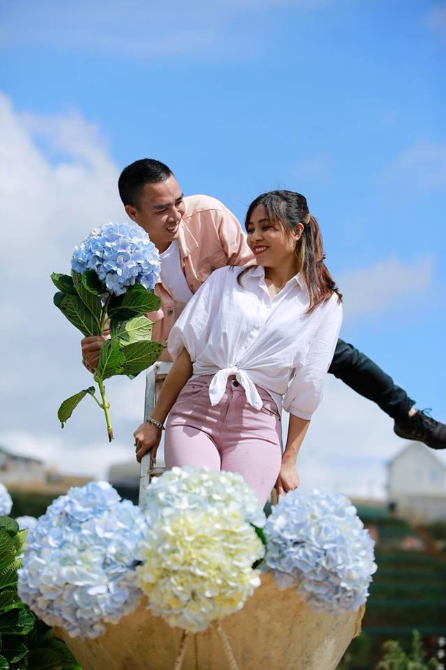 MC Hoàng Linh hạnh phúc như cô gái lần đầu biết yêu trong bộ ảnh cưới tại vườn cẩm tú cầu Đà Lạt - Ảnh 11.
