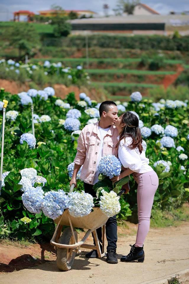 MC Hoàng Linh hạnh phúc như cô gái lần đầu biết yêu trong bộ ảnh cưới tại vườn cẩm tú cầu Đà Lạt - Ảnh 21.