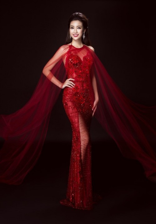 Thật lạ, cứ hễ chung đụng váy áo với Đỗ Mỹ Linh thì loạt người đẹp này bị 'nhấn chìm' ngay lập tức - Ảnh 4.