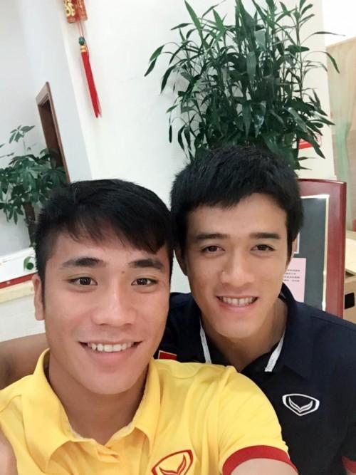 Loạt kiểu tóc siêu đáng yêu của các 'người hùng' U23 Việt Nam ở đời thường khiến chị em mê tít - Ảnh 4.