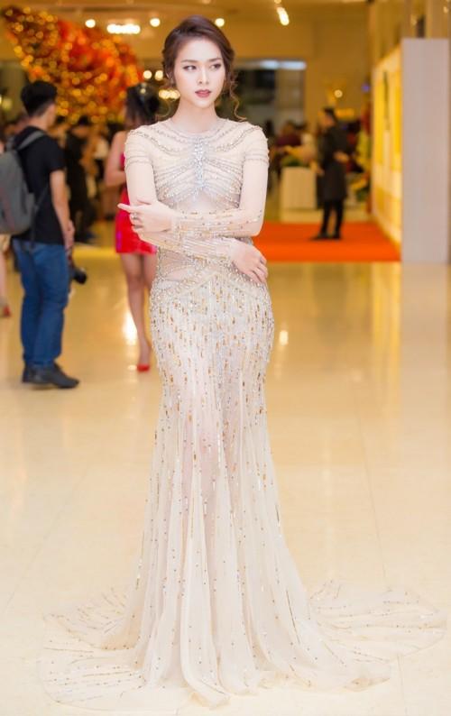 Thật lạ, cứ hễ chung đụng váy áo với Đỗ Mỹ Linh thì loạt người đẹp này bị 'nhấn chìm' ngay lập tức - Ảnh 9.