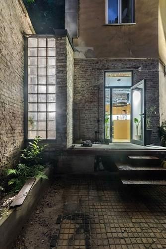 Căn hộ chung cư 35 m2 có gác lửng khiến nhiều người thích mê - Ảnh 2.