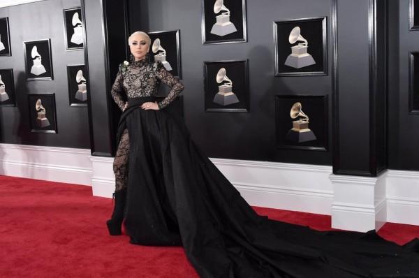10 trang phục đẹp thảm đỏ đẹp nhất trong lễ trao giải Grammy 2018 - Ảnh 5.