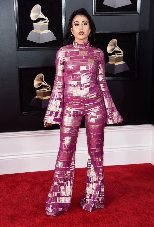 Thảm họa tại Grammy 2018: Từ những khối màu di động khổng lồ cho đến nam nhân diện sịp ngoài quần - Ảnh 6.
