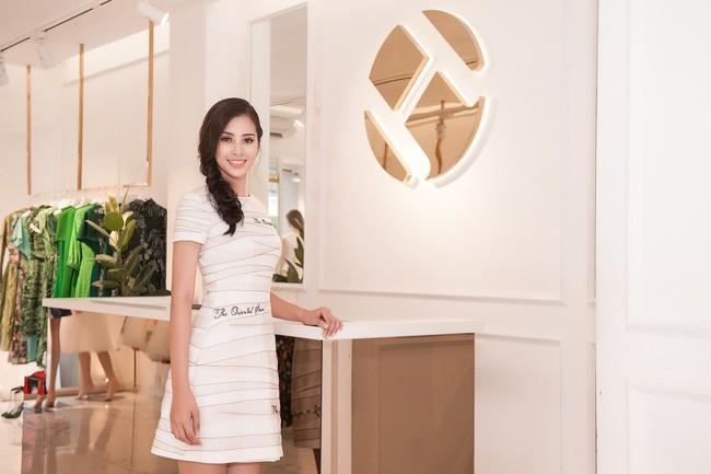 Mới đăng quang chưa đầy 1 tháng, HH Trần Tiểu Vy đụng váy áo liên hoàn với cả loạt người đẹp Vbiz - Ảnh 4.