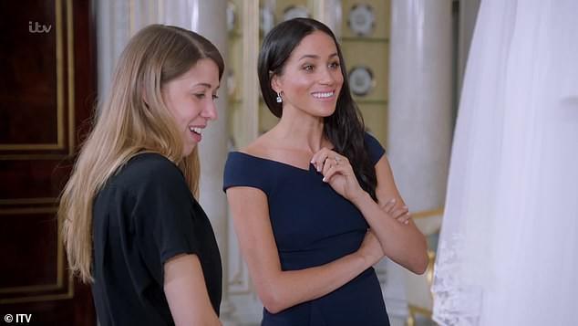 Hơn 4 tháng sau đám cưới, Meghan tiết lộ bí mật giấu bên trong chiếc váy cưới hơn 6 tỷ đồng khiến người hâm mộ lịm tim đòi học theo - Ảnh 2.