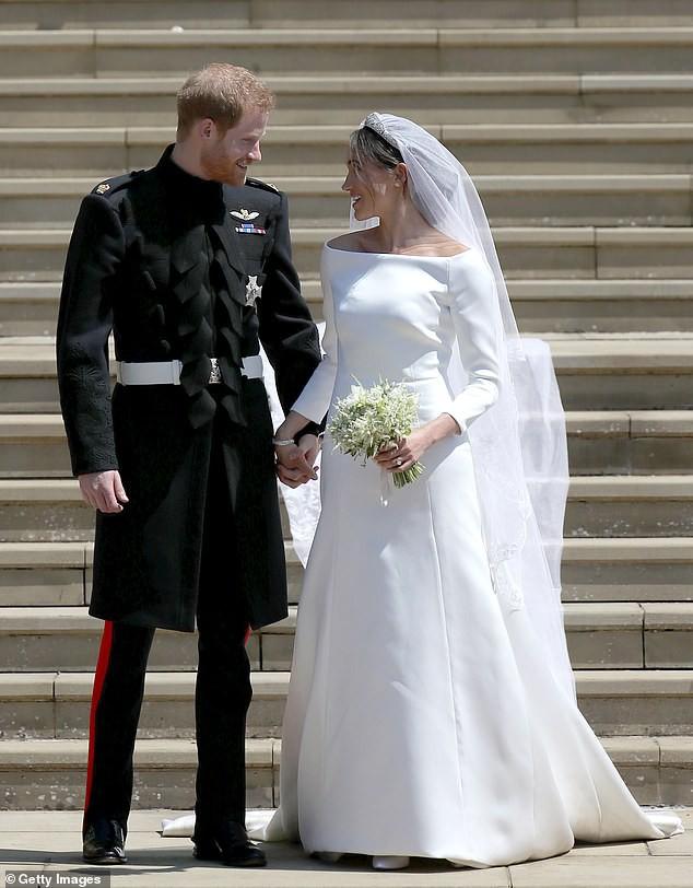 Hơn 4 tháng sau đám cưới, Meghan tiết lộ bí mật giấu bên trong chiếc váy cưới hơn 6 tỷ đồng khiến người hâm mộ lịm tim đòi học theo - Ảnh 3.