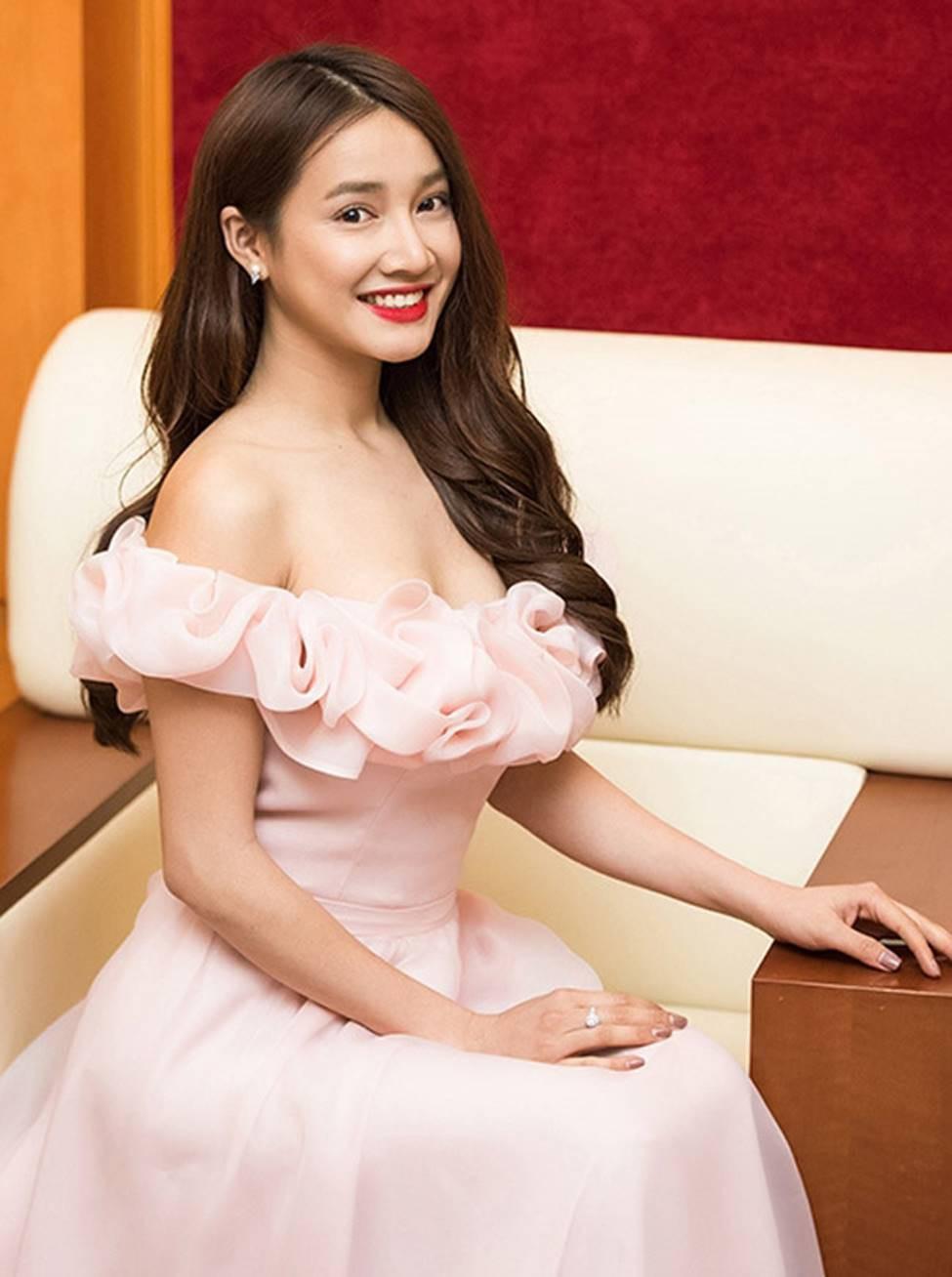 phong-cach-thoi-trang-cua-nha-phuong-va-hari-won-9