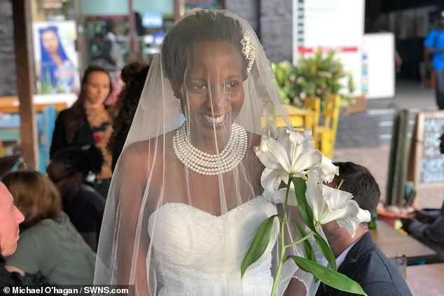 Mệt mỏi khi suốt ngày bị hỏi Bao giờ lấy chồng?, cô gái quyết định cưới nhưng nghe tên chú rể thì cả họ sốc - Ảnh 1.