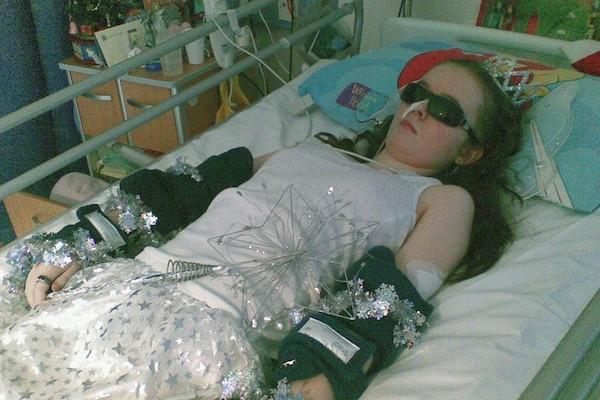 Cô gái mất 10 năm nằm trên giường không thể dậy, khi biết nguyên nhân ai cũng giật mình vì có triệu chứng như vậy - Ảnh 3.