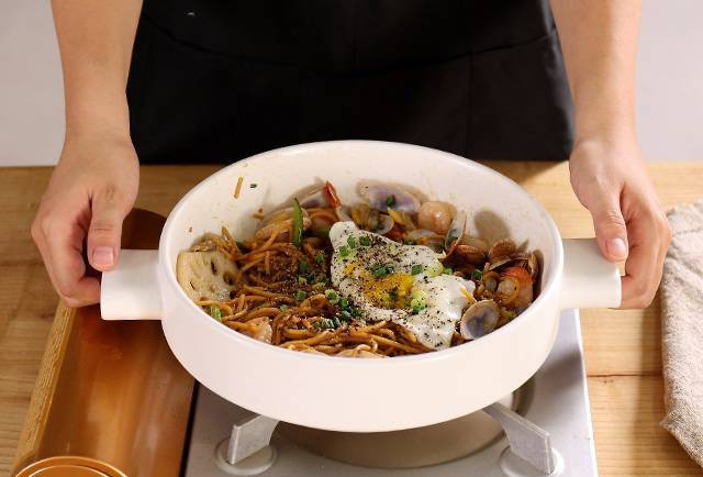 Hấp, luộc, chiên, xào: Tất tật các phương pháp nấu nướng có thể thực hiện trong chiếc nồi gốm đang khiến chị em điên đảo - Ảnh 19.